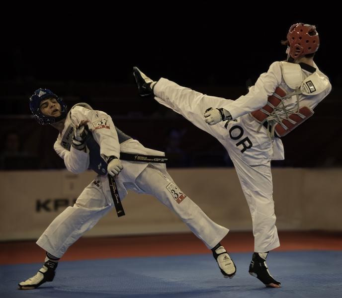 High_kick_-_Taekwondo
