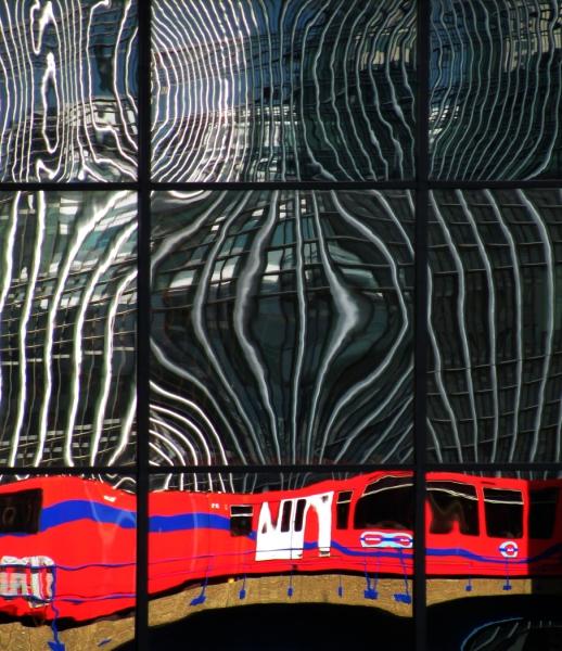 DLR_at_Canary_Wharf